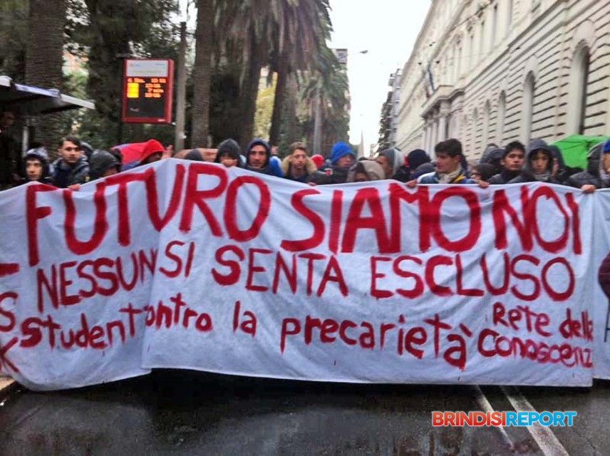 Bari, in centro manifestazione studentesca