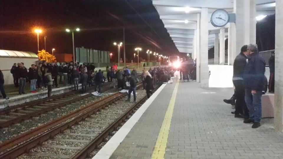 Blocco ferroviario nel Salento per protesta contro eradicazione ulivi