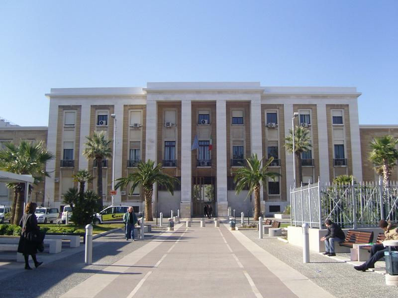 Policlinico di Bari, donna morta dopo colonscopia