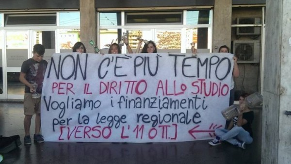 Sit-in studentesco a Bari