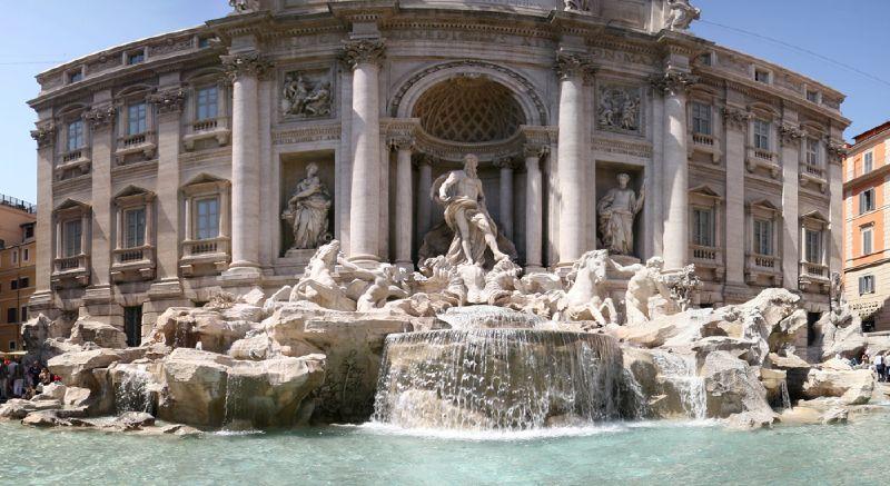 La Fontana di Trevi riapre dopo il restauro