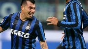 WCENTER 0XPKDBVIDG                Inter's Gary Medel (L) jubilates with his teammate Joao Miranda after scoring the goal during the Italian Serie A soccer match FC Inter vs AS Roma at Giuseppe Meazza stadium in Milan, Italy, 31 October 2015. ANSA/MATTEO BAZZI