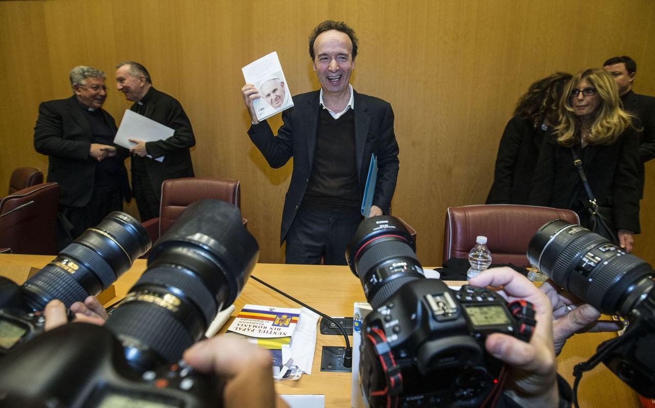 2.Roberto Benigni ha presentato in Vaticano il libro sul Papa