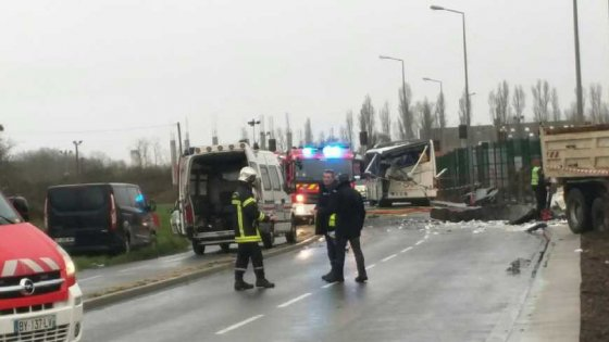 Francia incidente bus in gita scolastica, almeno 5 studenti morti