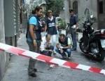 Ferito mentre andava in moto con bambino. Due arresti