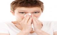 Vicks ai piedi e calzini bagnati: metodi strani per combattere il raffreddore