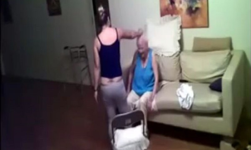 Maltratta anziana malata di Alzheimer: badante incastrata da un video