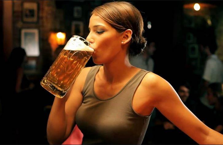 Come ad alcolizzati il bere difficile viene a una fine