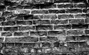 Incatenata al muro, nuda, in una fossa per 8 mesi: il motivo choc