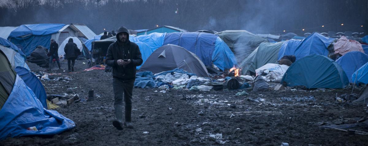 Riprende lo sgombero del campo profughi a Calais