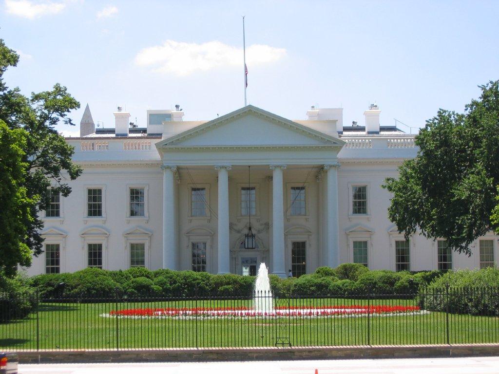 Paura a Washington: uomo armato, allarme a Capitol Hill. Polizia lo ferma.
