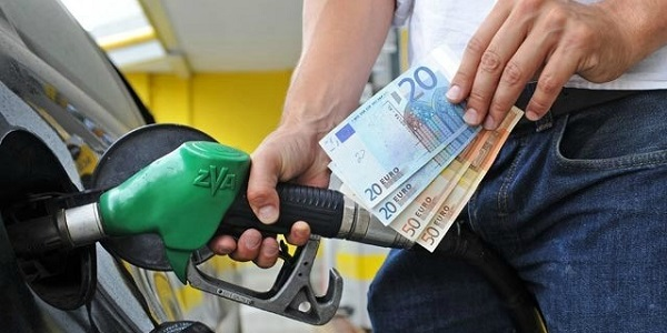 benzina rincari-prezoz-benzina-aumento-benzina-eni-corsa-ai-rincari