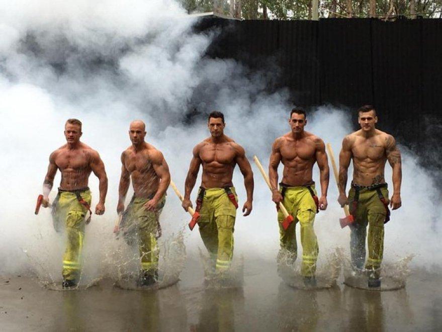 Il calendario dei pompieri australiani per aiutare bambini e animali