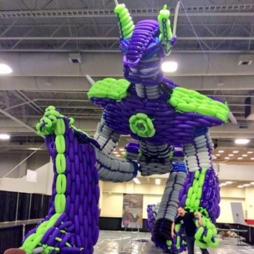 Poptimus Prime la scultura di palloncini ispirata ai Transformers