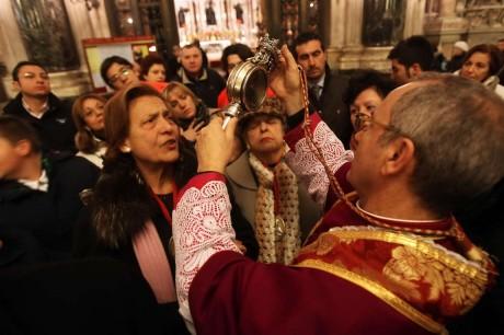 Miracolo sangue di San Gennaro si ripete