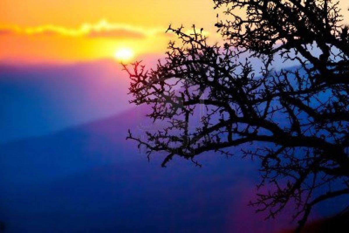 9858936 montagne panoramiche di crimea al tramonto