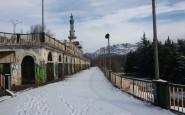 Consonno_-_Ruderi_e_minareto_4_con_il_Resegone