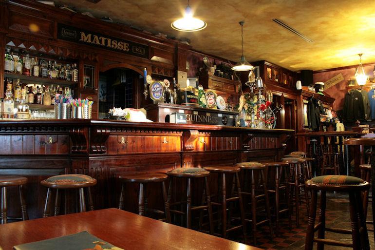 Pub irlandesi festa di san patrizio for Arredamento pub irlandese