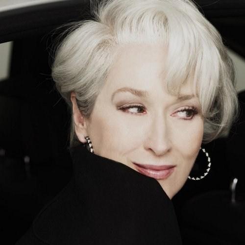 Con l avanzare dell età molte donne si trovano costrette ad affrontare il  problema dei capelli bianchi. Se la maggior parte di loro opta per la  tintura 6bd35aa25cfd