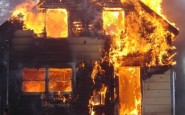 Un'intera famiglia uccisa da un incendio