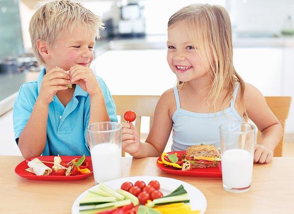 L'importanza delle buone abitudini alimentari nei bambini piccoli