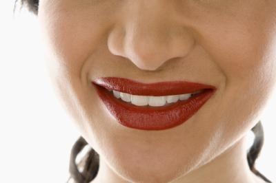 Come schiarire un labbro superiore di colore scuro usando rimedi casalinghi naturali