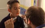 Come rimuovere pezzi di cibo dalle tonsille