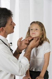 Come evitare che il virus dello steptococco della gola si diffonda a casa