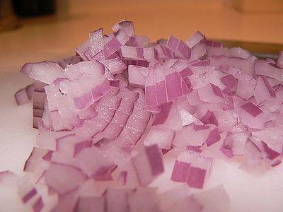 Come congelare le cipolle e i peperoni verdi