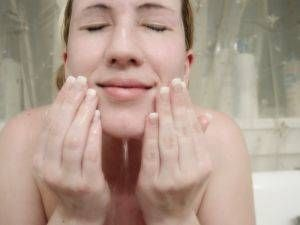 Come usare le palline di cera d'api per fare una crema viso