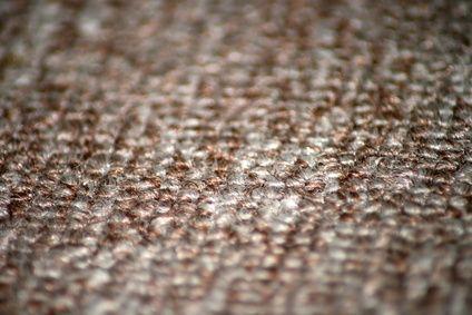 Come pulire le macchie di un tappeto dell'auto