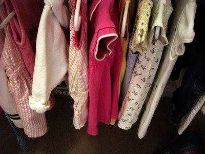 Come rimuovere le macchie gialle dai vestiti dei bambini
