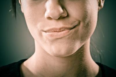 Come usare lo sugaring sul labbro superiore