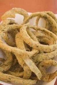 Come fare dei sottili anelli di cipolla