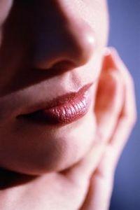 Come schiarire il vostro labbro superiore