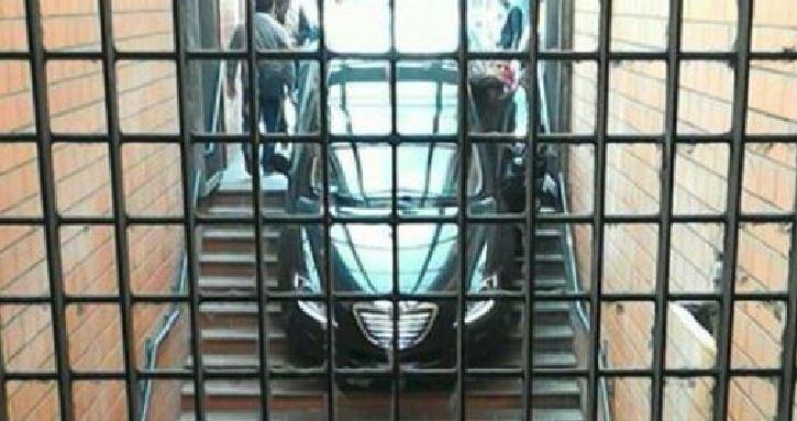 auto sulle scale