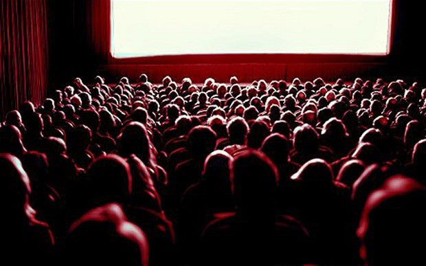 Come rimanere svegli durante un film