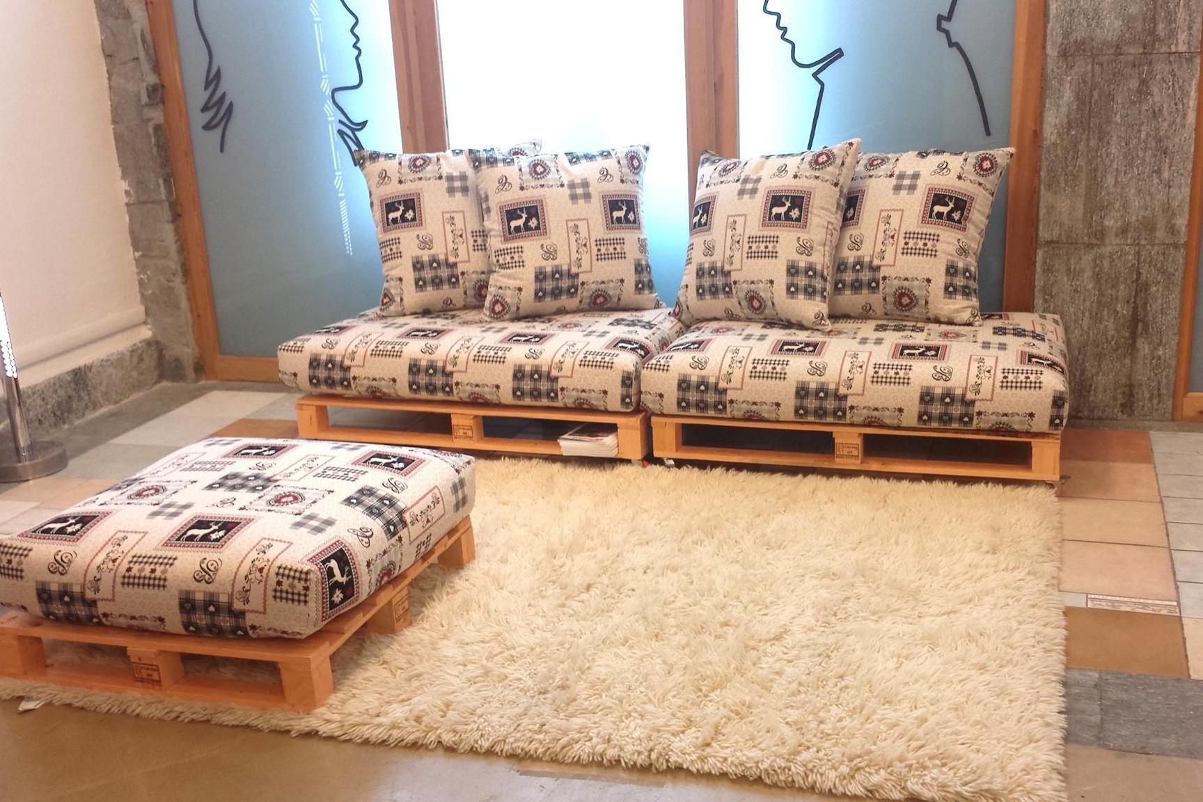 Come costruire un divano con pallet - Costruire un divano da un letto ...