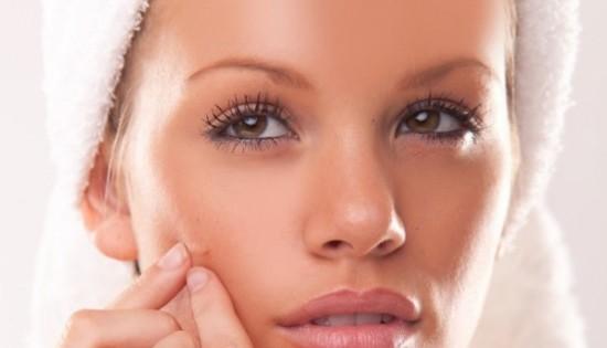 come combattere l'acne con le erbe