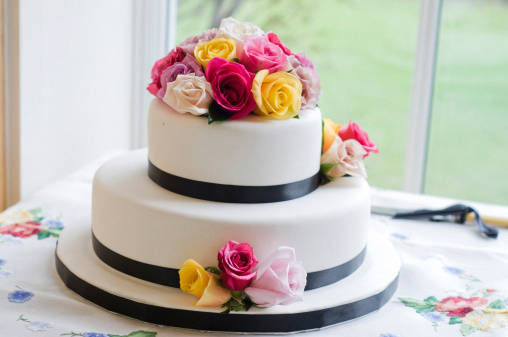 Come decorare una torta con fiori veri