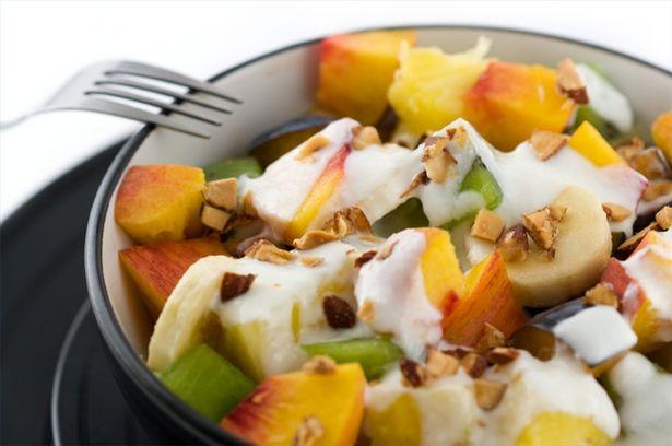 Come fare un'insalata di frutta con lo yogurt