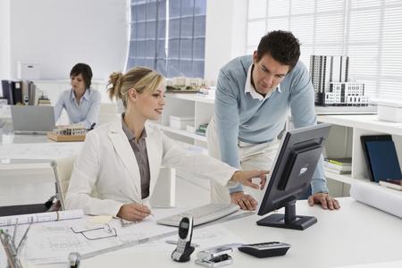 Foto Lavoro Ufficio : Regole di galateo da seguire in ufficio notizie