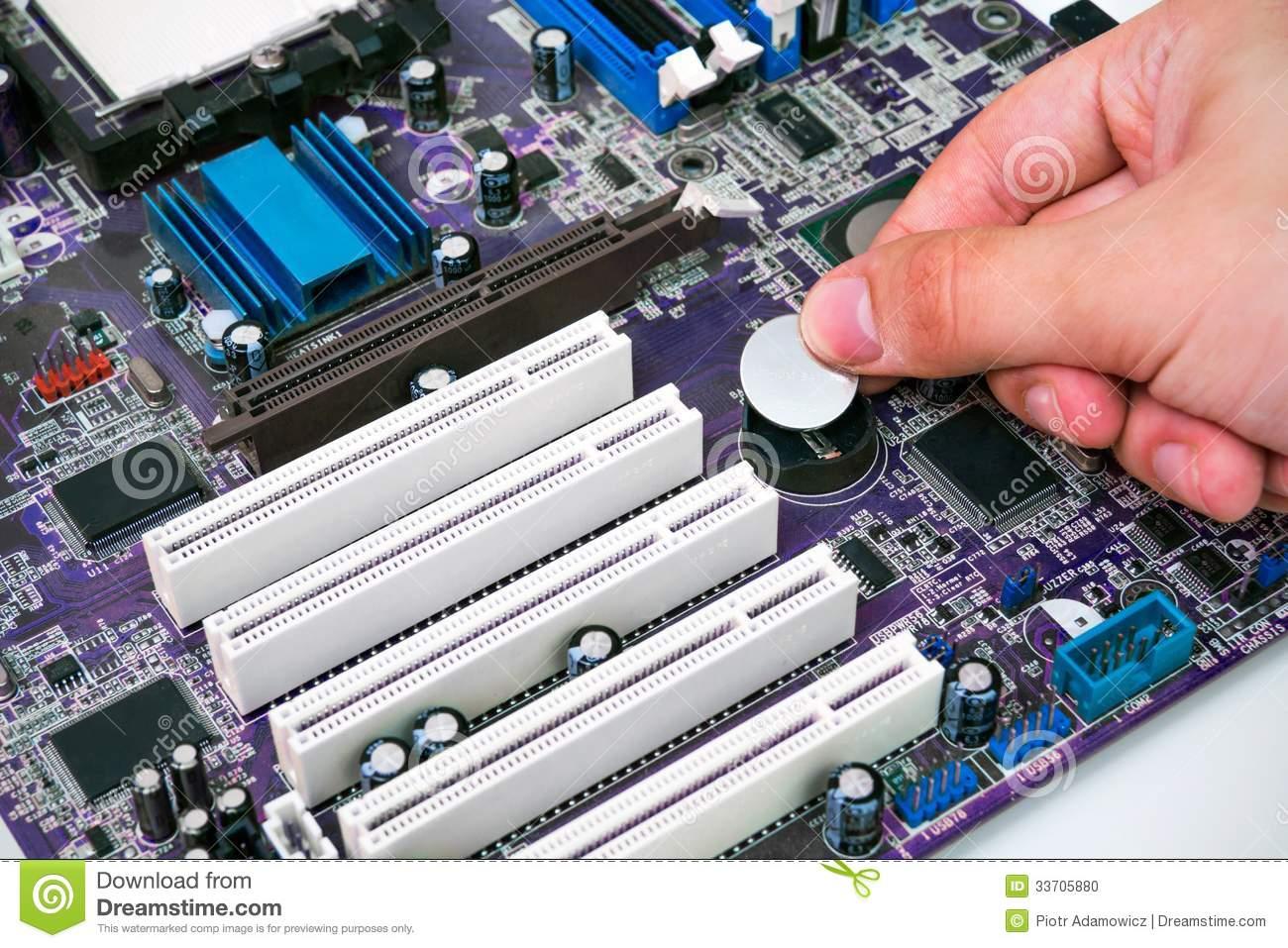installando batteria alla scheda madre del pc 33705880