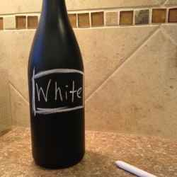 trasforma le vecchie bottiglie in pratiche lavagnette