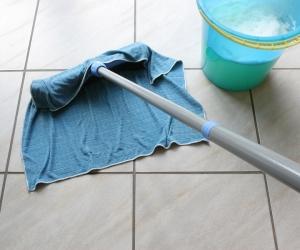 Come realizzare un detergente per pavimenti naturale