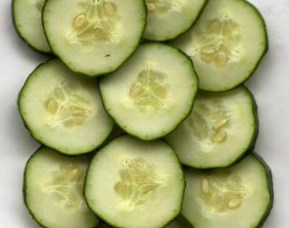 Come fare un'insalata di soia e cetrioli