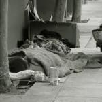 Genova: regala biscotti a un barbone e la finanza lo multa