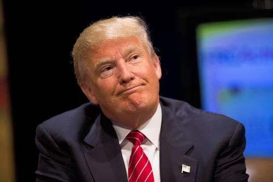 Donald Trump durante una conferenza della sua campagna politica in Iowa