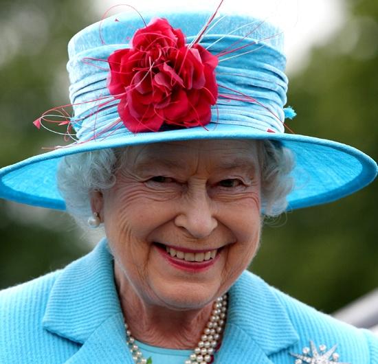 I 10 migliori cappelli della regina Elisabetta II ... 16c3dc306e6f