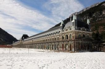 luoghi abbandonati Canfranc_Fachada_2011 2